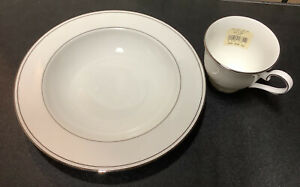 PRE-OWNED LENOX FEDERAL PLATINUM 2 PC. LOT. MADE IN USA.