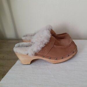 UGG 5427 Mule Clog Wood Heel Studded Sherpa Leather Women's US 8