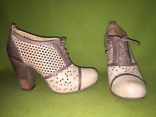Ivory & Grey Gold Button Perforated Lace-Up Heels 9 40