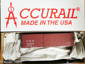 Accurail #1411 Louisville & Nashville (36' Double Sheath Wood Boxcar) Plastic
