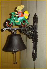 Eisen Glocke Wandglocke Türglocke Gußeisen Hase Osterhase Moped mit Ei 129