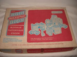 Vtg (Lego) Sears Brix Blox Bloxville Factory/Gas Station build & Play Set