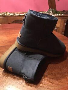 UGG Boots, Stiefel dunkelblau, Größe 42, neu