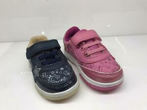 Boys Girls Kids Light-Up Shoes LED Flashing Trainers Sneakers Gift Deal Size