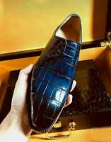 Chaussures formelles à lacets en crocodile bleu véritable pour hommes à la main