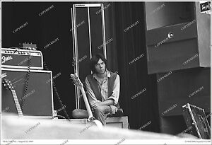 Neil Young ORIGINAL 19x13 1969 LIVE PHOTO Taken at 3rd CSNY Gig/LIMITED/no-cd/lp