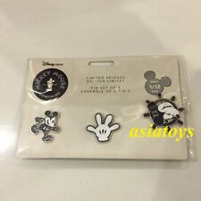 New Sealed pin set Mickey Mouse Memories January Disney Store authentic