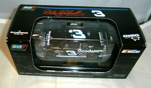 1:43 REVELL COLLECTION 2001 #3 GM GOODWRENCH OREO DALE EARNHARDT SR MONTE CARLO