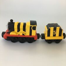BUMBLE BEE JAMES & TENDER - Take & Play - Magnets - 2013 - Thomas & Friends