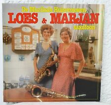 De Muzikale Huisvrouwen Loes & Marjan. Saxofoon