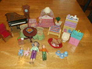 LOT FISHER PRICE LOVING FAMILY DOLL FURNITURE 4 DOLLS PIANO DINING KIDS ROOM+++