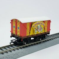 Hornby OO Thomas & Friends Red Yellow Star Circus Van - Bachmann Compatible HO