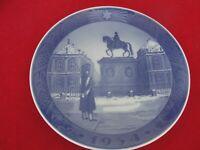 1954 ROYAL COPENHAGEN CHRISTMAS  OLD PLATE KING PALACE