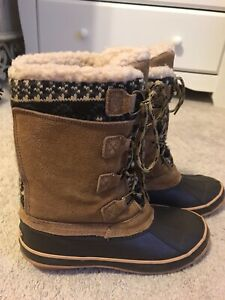 Khombu boots Vail Tan Winter Duck Boots size 8- Worn Once.