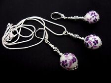 A PRETTY PURPLE PORCELAIN FLOWER BEAD NECKLACE AND LEVERBACK EARRING SET. NEW.