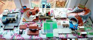 Lot decors Lewis Galoob micromachines aire de lavage / repos campement maison