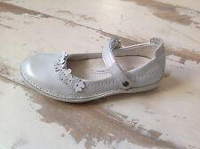 P24- Chaussures fille NOEL NEUVES - Modèle Coktail blanc argenté (75.50 €)