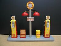 """ SHELL "" GAS PUMP ISLAND DISPLAY W/GAS PRICE SIGN, 1:18, HAND CRAFTED, DIORAMA"