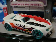 2015 SCIENCE LAB Design BARBARIC∞White/Red/Green☆Experimental☆LOOSE Hot Wheels
