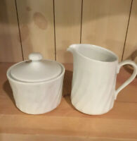 Corning Ware White Enhancements Creamer And Sugar With Lid Set EUC