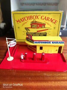 Matchbox Lesney MG1 ESSO Service Station Garage 1959 complete PLUS Pumps & Sign