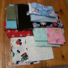 AF0650 LOT of 13 oz FLANNEL Fabric Remnants / pieces Christmas floral pawprints