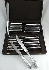 24 très beaux couteaux Art Déco, (12 + 12) argent massif allemand, état neuf.
