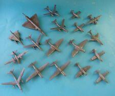 Figurines publicitaires : 18 petits avions en plastique souple marque IPA