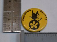 Childrens Gallery Student Art Pin Vintage Old Metal Button Round Pinback Painter