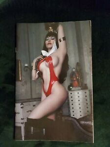 VENGENCE OF VAMPIRELLA #15 COSPLAY VIRGIN VARIANT 1