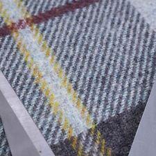 Karierte Handarbeitsstoffe aus Wolle
