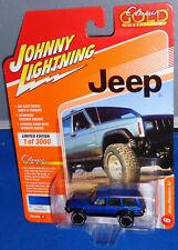2020 Johnny Lightning ~ Classic Gold ~ Jeep Cherokee XJ ~ Patriot Blue
