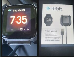 Fitbit Versa Rose Gold Smartwatch GREAT Cond + New OEM Charger & 2  Bands