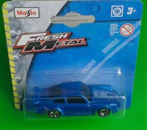 MaiSto Fresh Metal Die-Cast Car - Blue Porsche 911 Turbo 1/64 Scale