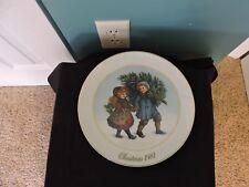 "Vtg Avon Christmas 1981 9"" Plate ""Sharing the Christmas Spirt"" 22K Gold Trim Vgc"