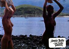 ANNIE BELLE - ZUR LIEBE GEBOREN: 1 Aushangfoto  (Erotik, Sex, Busen) -4-