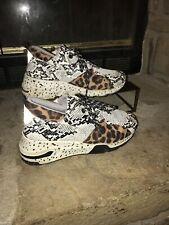 Le Sheelah Boutique Tennis Shoes Women's Sz. 8