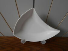 NEW WAVE beautiful small curved side dish/bowl/plate VILLEROY & BOCH white