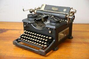 Antique 1924 Royal Typewriter Model 10 Beveled Glass sided vintage black