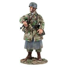 25038 - German Fallschirmjager with MP-40 No.1 - WWII - W. Britain