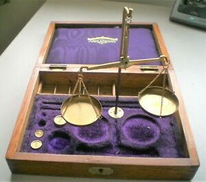 Vintage Brass scales for gold/silver/coins, in Mahogany case,{G794}