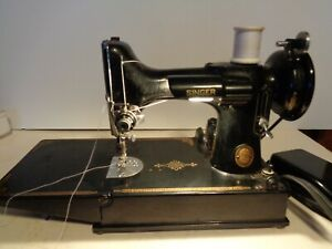 VINTAGE SINGER FEATHERWIGHT SEWING MACHINE IN CASE - AK 767166 - WORKS - ACCESSO