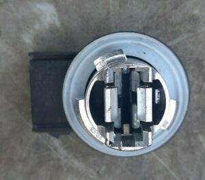 (1) Ford Bulb Holder Socket 884A-13411-BA