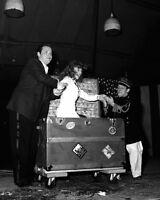 RITA HAYWORTH & ORSON WELLES IN 'THE MERCURY WONDER SHOW' - 8X10 PHOTO (ZZ-288)