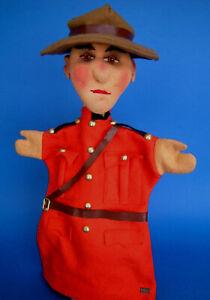 """Sehr seltene Kersa-Handpuppe """"Kanadischer Mountie"""" mit Plakette, tolle Farben!!!"""
