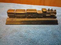 VINTAGE TWEETSIE RAILROAD BLOWING ROCK N.C. TRAIN DESK PAPERWEIGHT CAST METAL