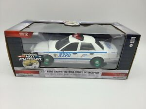GreenLight GREEN MACHINE Hot Pursuit '11 Ford Crown Victoria Police NYPD 1:24