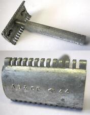 1 RARE WWII DATED 1944 MILITARY METAL RAZOR