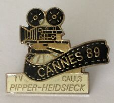 Cannes 1989 TV Calls Pipper-Heidsieck Movie Camera Festival Pin Badge Rare (J6)