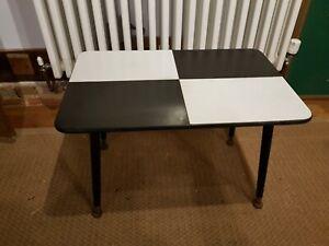 Mid Century Retro Melamine Side/coffee Table on Ebonised Dansette legs.